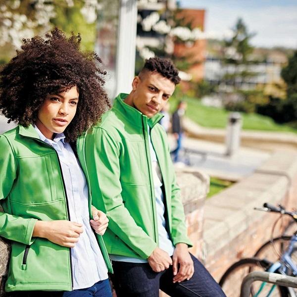 Softshell jakne so nepogrešljiva oprema za aktivne ljudi